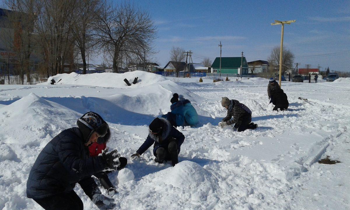 Конкурс детских скульптур из снега